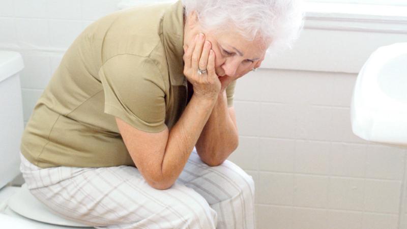 недержание мочи у пожилых женщин лечение
