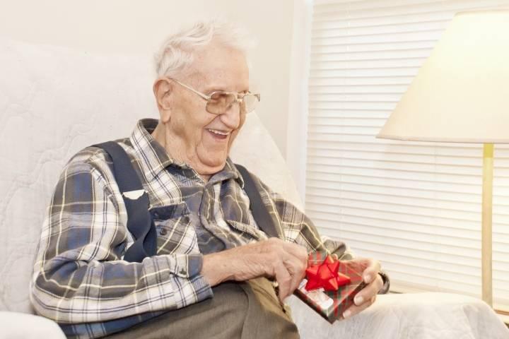 подарок для пожилых людей