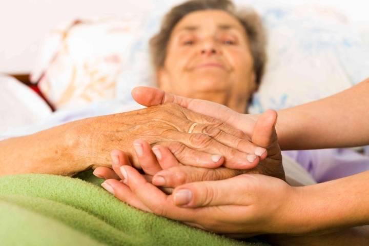 трясутся руки у пожилого человека причина