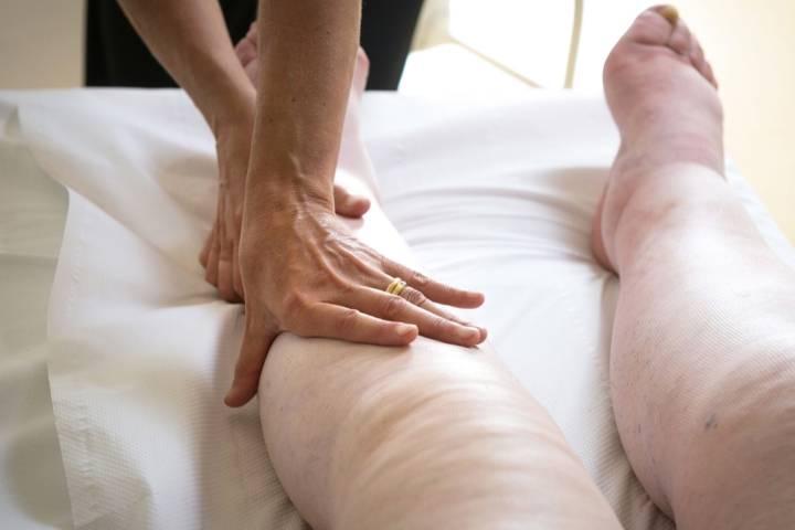 отекают ступни ног у пожилых