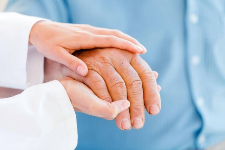почему у пожилых людей трясутся руки