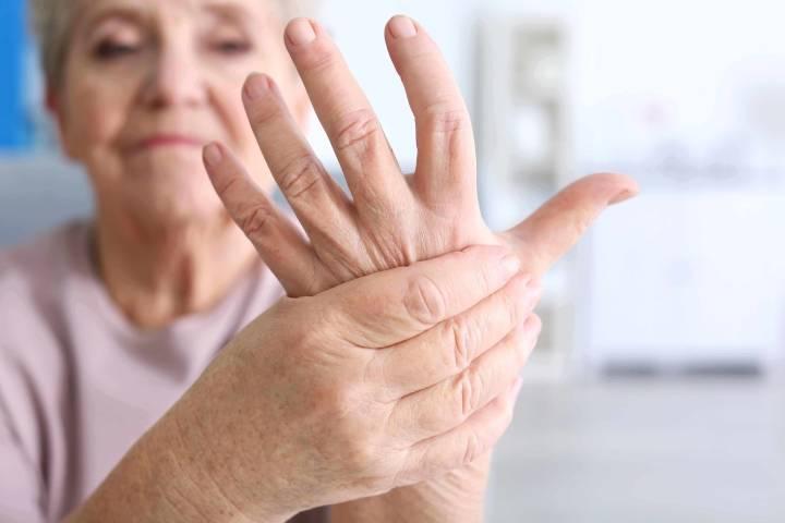 трясутся руки причина у пожилых