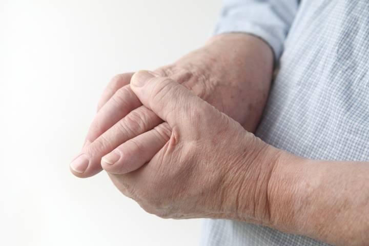 тремор рук у пожилых людей причины лечение