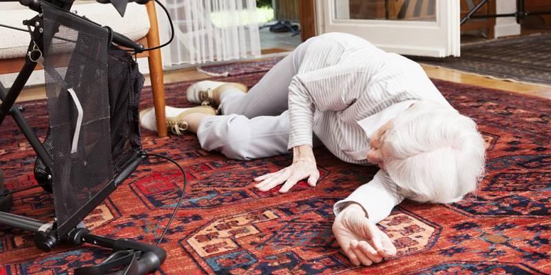 Перелом основания шейки бедра в пожилом возрасте